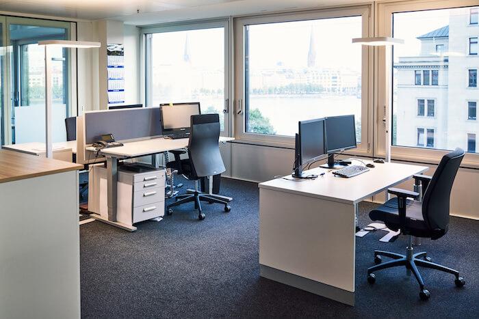 büro-casis-wirtschaftsprüfung-tisch-stuhl