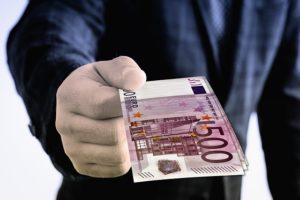geldschein-500-euro-mensch-hand